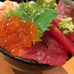 魚の旨い店 - 四色丼