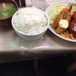 プティコック - エビフライハンバーグ定食大盛り(700円+50円)。