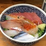 海鮮丼の駅前 - 海鮮丼並、480円プラス税