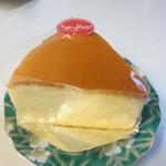 ミュゼドモーツァルト - チーズケーキ260円、ふんわりとした食感のチーズケーキに仕上がってます。