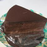 ミュゼドモーツァルト - ザッハトルテ360円、スイス産のチョコレートを使用したチョコレートケーキの王様です。
