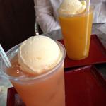 琉球菓子処 琉宮 - グアバフロート、マンゴーフロート各400円
