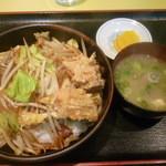 中華飯店 ごくう - 野菜丼(からあげ・みそ汁付)大盛
