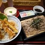 25727180 - ズワイ蟹と海老の天丼膳 1370円。