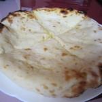 インド料理 ガンダァーラ - チーズナン