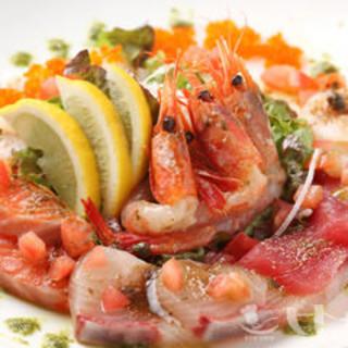 ぷりぷりの鮮魚満載の『魚介の宝石箱六種盛りカルパッチョ』