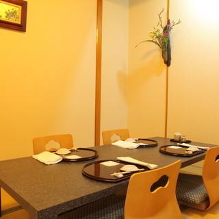 接待や両親とのお食事には個室をご用意しております。