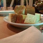イタリア食堂ディエーチ - パン 250円 (2009_5_31 撮影)