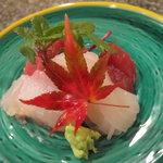 日本料理にわの - お造り(鮪・真鯛昆布〆・白いか)