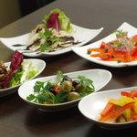 セコンドカーサ - Quick Menu(キノコのマリネ、オリーブのマリネ、サーモンのマリネ、大山地鶏の冷菜、カラフルピクルス)