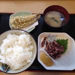 魚食堂たわら - 好きなおかずを取ります。ライス大150円、味噌汁86円、ホタルイカ300円、ししゃも天ぷら168円(^ ^)