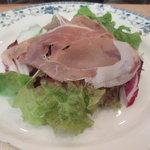 アデッソ - 料理写真:生ハムのサラダ