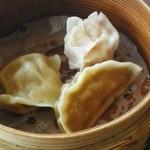 レストラン信天翁 - 蒸し餃子