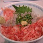 焼津さかなセンター 山水 - 桜えび、生シラス丼