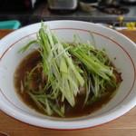 マンボ飯店 - 焼豚と九条ネギの中華そば(750円)