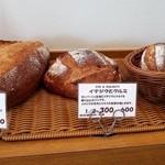 ブーランジェリー パルク - 固そうなパンです
