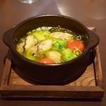 魔法のパスタ - 牡蠣のアヒージョ 今の時期の牡蠣は旨みが凝縮され海の香りがガーリックとピッタリ ワインにも合います。