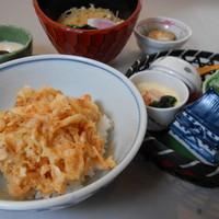 そば処 橋本 - 由比から直送される生桜えびのミニ天丼とお蕎麦のセット