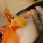 海鮮丼の浦島 - ウニいくら