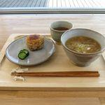 おむすびcafe 粒 - 玄米焼き味噌おむすび(150円)+豚汁(210円)