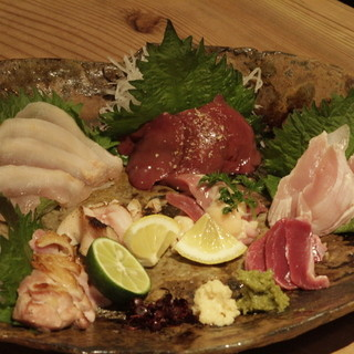 【福岡県産八女炭蘇鶏を使用】新鮮な鶏のお造りに舌鼓!