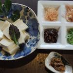 蕗の薹 - 京・北野「とようけ屋」京豆腐・色々な薬味を添えて、自分流にアレンジしてお食べ下さい。 400円