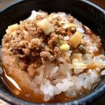 麺屋げんぞう  - 担々麺の残ったスープをサービスライスにぶっかけ担々雑炊!