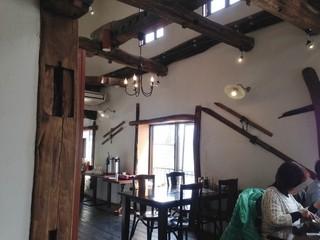 ピッツェリア 薪と石 - 店内(2階)