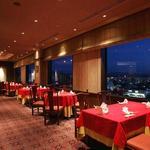中国レストラン 胡蝶花 - 内観写真:厳格すぎず賑やかすぎない居心地の良い空間で、大切なゲストをおもてなしすることができます。