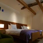 妙見石原荘 - 寝室は天井が高い。