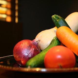 自社農園からの産直野菜