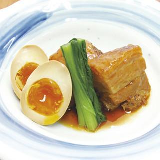 【大人気の逸品】とろける豚角煮半熟卵添え