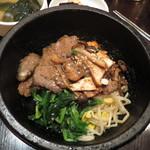 韓国旬彩料理 妻家房 - 石焼カルビトッパ