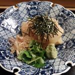 25849708 - 胡麻味噌風味の鯛刺身が沢山。三つ葉・茗荷・刻み海苔・山葵でいただきます。
