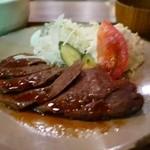 25852937 - サーロインステーキ定食 1100円。
