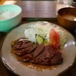25852941 - サーロインステーキ定食 1100円。