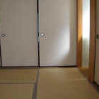 普通の家を改装した気の張らない空間で最大20名様まで座れる二階座敷(団体様個室)