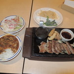 ステーキガスト - 料理写真:カットステーキ(ニンニク醤油)999円