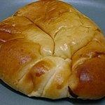 2586520 - 【天使のクリームパン(150円)】クリームの重みでパンがクタります。