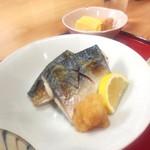 酒蔵 縁 - 鯖の塩焼き。