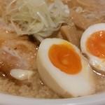 宮本 - 背脂入りスープに半熟味玉