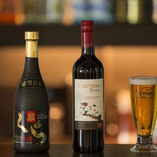 泡盛をはじめ、ワインやビールなどが豊富に用意されています