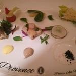 25869904 - 前菜 パレット・アート・オードブル カラフル春野菜と小前菜の饗宴