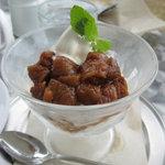 カフェ ロワン - いちじくとソフトクリームのパフェ690円