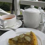 カフェ ロワン - リュバーブのケーキ470円とダージリンティー600円