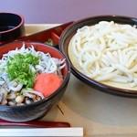 25872697 - しらす明太丼セット 850円。