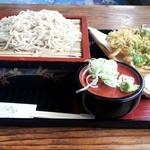 そば処茂由 - 料理写真:もり蕎麦の大盛りと海老かき揚げを 600円+350円