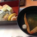 かに道楽 - 蟹寿司とお吸い物でございます