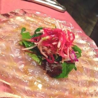 旬の食材を厳選した『鮮魚のカルパッチョ』