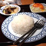 チャオタイ - ご飯とサラダと小皿